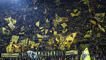 Die BVB-Fans dürfen zumindest bei Heimspielen Fahnen schwenken