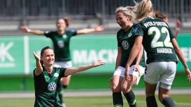 Derzeit nicht zu stoppen:Wolfsburgs Pernille Harder (r.) traf erneut