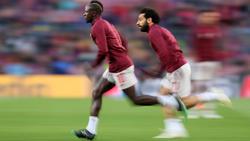 Mané y Salah en un calentamiento con el Liverpool.
