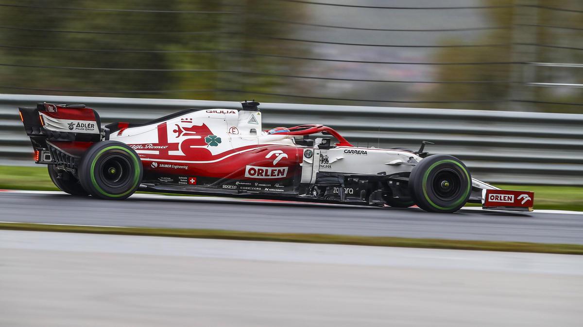 Der frühere Formel-1-Pilot Mark Webber hat sich zur Fahrer-Frage bei Alfa Romeo geäußert