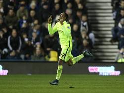 Rajiv van La Parra viert zijn treffer tijdens het competitieduel Derby Count - Brighton & Hove Albion. (12-12-2015)