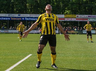 Raily Ignacio is gefrustreerd tijdens GVVV - Rijnsburgse Boys. (3-5-2014)