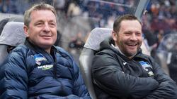 Rainer Widmayer (l.) bleibt Assistent von Cheftrainer Pál Dárdai bei Hertha BSC