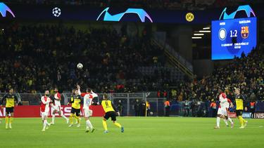 Die BVB-Fans jubelten, als der Zwischenstand aus Mailand über die Leinwand durchgegeben wurde
