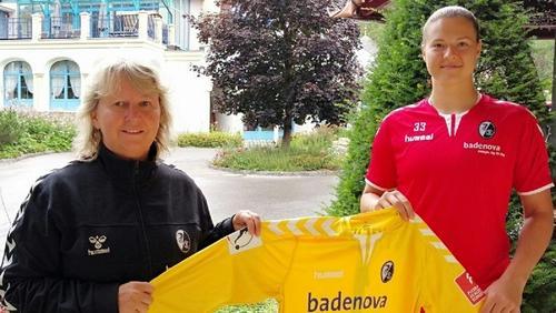 Elvira Herzog unterschreibt beim SC Freiburg