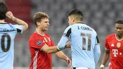 Joshua Kimmich (l.) im verbalen Duell mit Lazio-Spieler Correa