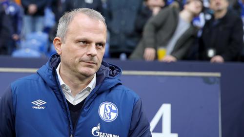 Jochen Schneider steckt mit dem FC Schalke 04 im Abstiegskampf