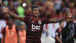 Bruno Henrique celebra una de sus dos dianas en casa. (Foto: Getty)