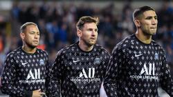 Achraf Hakimi (r.) spielt u.a. mit Lionel Messi (M.) zusammen bei PSG