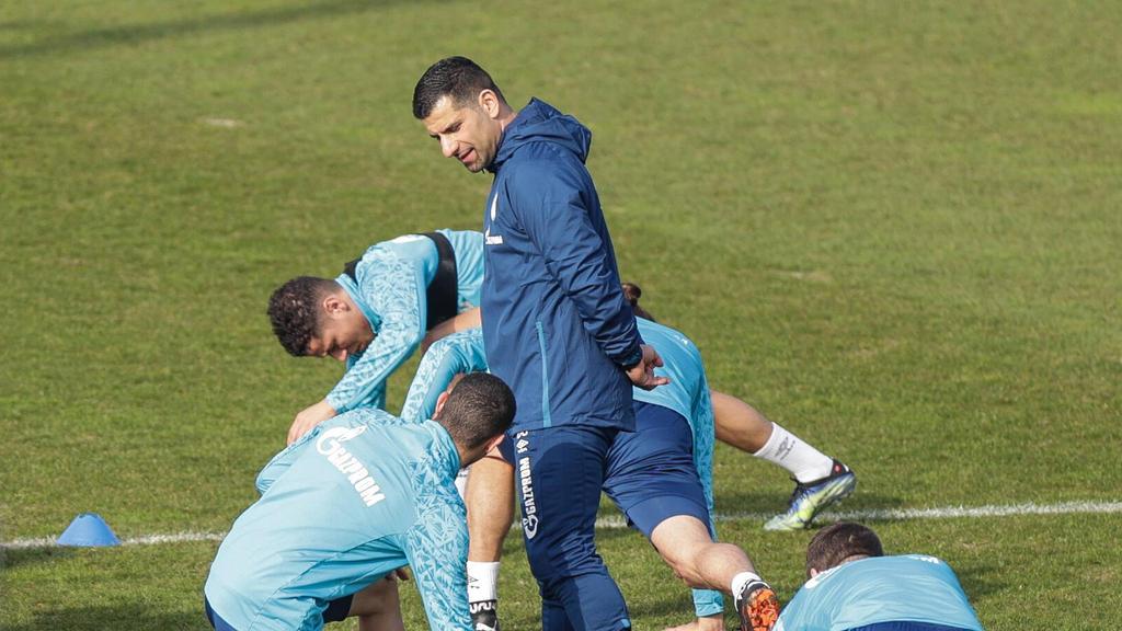 Der neue Schalke-Coach Grammozis muss mit S04 gegen Mainz 05 ran