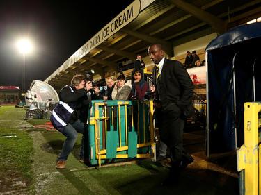 Jerrel Hasselbaink komt het stadion van zijn ploeg Burton Albion binnen. (17-11-14)