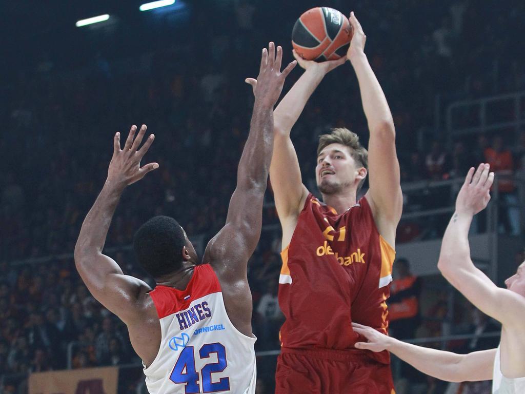 Tibor Pleiß verlor bei seinem Auftaktmatch in der Euroleague mit Galatasaray deutlich