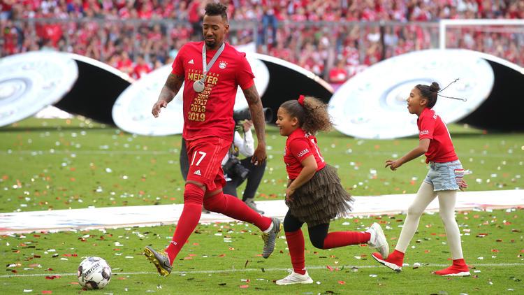 Jérome Boateng kickte mit seinen Töchtern nach dem Sieg gegen Frankfurt