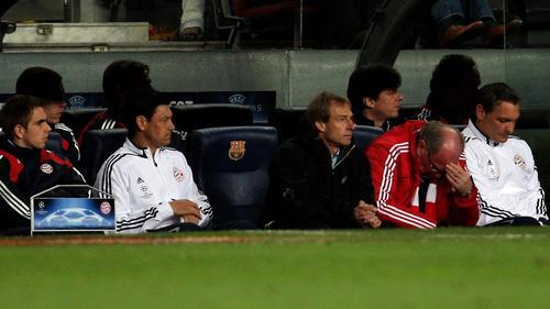 Der Tiefpunkt! In Barcelona steht es zur Pause 0:4 aus Bayern-Sicht