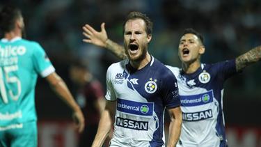 Sol de América pasó de ronda gracias a gol de penal del uruguayo Hernán Novick.