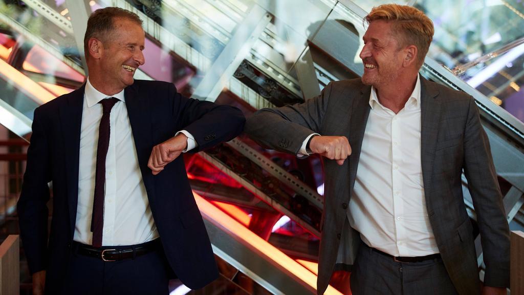 Herbert Diess (l.) hat sein Amt beim FC Bayern niedergelegt