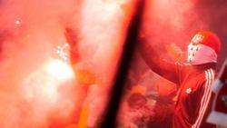 Kölner Fans brennen Pyrotechnik ab - nach der Heimniederlage machten einige von ihnen ihrem Frust gewaltsam Luft