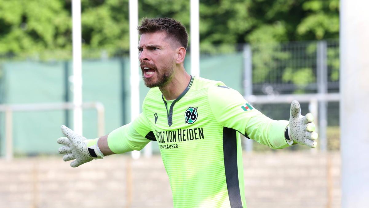 Ron-Robert Zieler geht bei Hannover 96 als Nummer eins in die neue Saison
