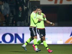 Nemanja Gudelj (l.) en Anwar El Ghazi (r.) zijn in extase nadat Ajax op een 0-1 voorsprong is gekomen tijdens Heracles Almelo - Ajax. (17-10-2015)