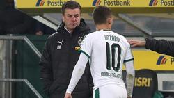 Dieter Hecking (l.) wechselte Thorgan Hazard noch in Halbzeit eins aus
