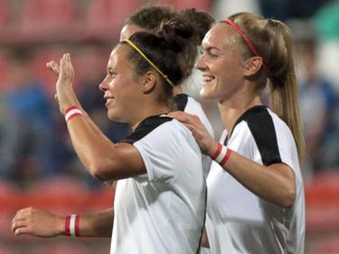 Nicole Billa (links) steuerte einen Treffer zum 4:0-Sieg bei