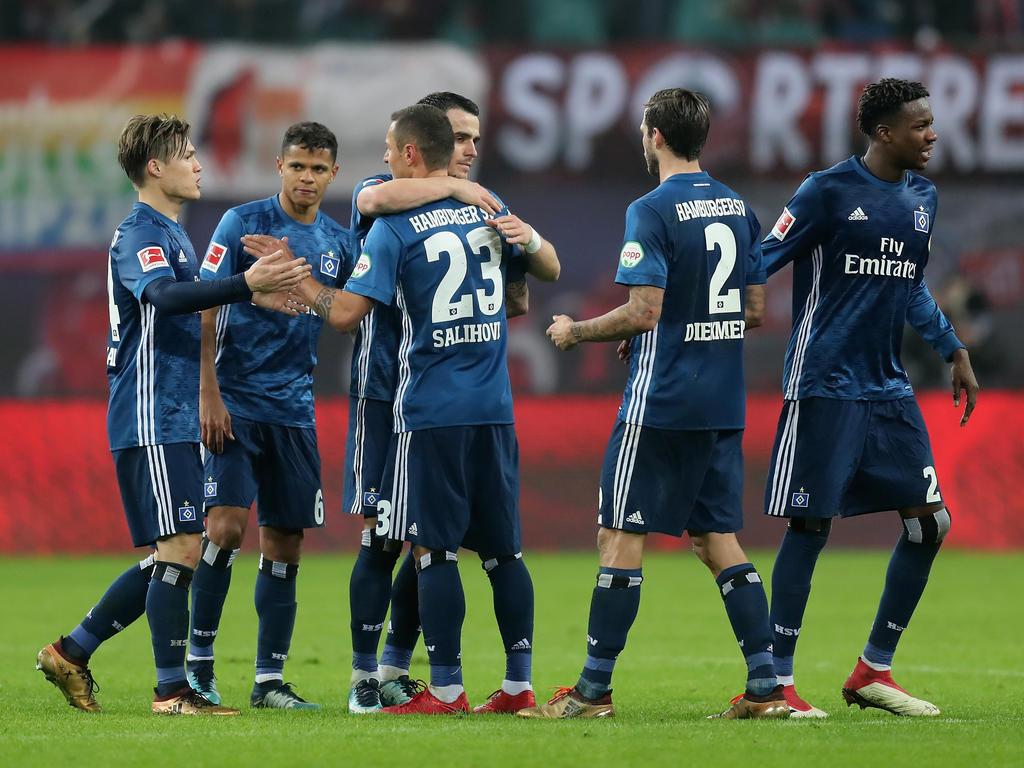 Die Spieler des Hamburger SV freuen sich über den Auswärtspunkt