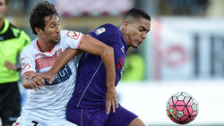 Ryder Matos of Carpi and Gilberto of Fiorentina in action during the Serie A match between Carpi FC and ACF Fiorentina at Alberto Braglia Stadium on September 20, 2015 in Modena, Italy.