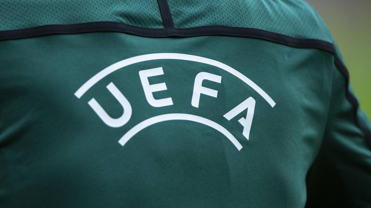 ie UEFA investiert in den Fußball