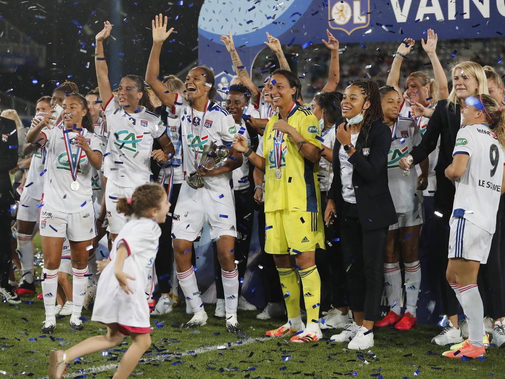 El Lyon sigue arrasando en su sección femenina.