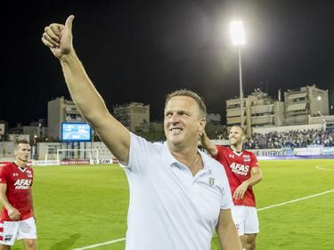 John van den Brom is opgelucht na afloop van PAS Giannina-AZ. De Alkmaarders bereiken de play-offs van de Europa League. (04-08-2016)