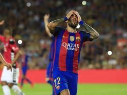 Aleix Vidal baalt van een gemiste kans tijdens het competitieduel FC Barcelona - Deportivo Alavés (10-09-2016).