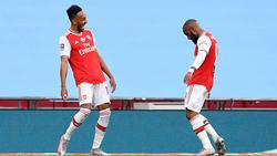Aubameyang und Lacazette bejubeln den Sieg des FC Arsenal