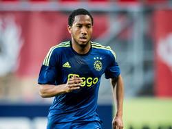 Fabian Sporkslede maakt speelminuten tijdens het competitieduel Jong FC Twente - Jong Ajax. (20-04-2015)