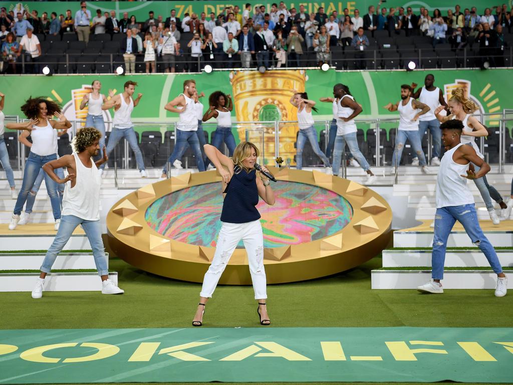 Der Auftritt von Helene Fischer beim DFB-Pokalfinale kam bei den meisten Fans nicht gut an