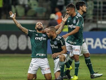 Felipe Melo (izq.) celebra su tanto con los compañeros. (Foto: Getty)
