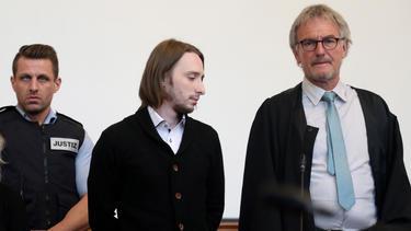 Die Staatsanwaltschaft fordert eine lebenslängliche Haftstrafe für Sergej W. (m.)