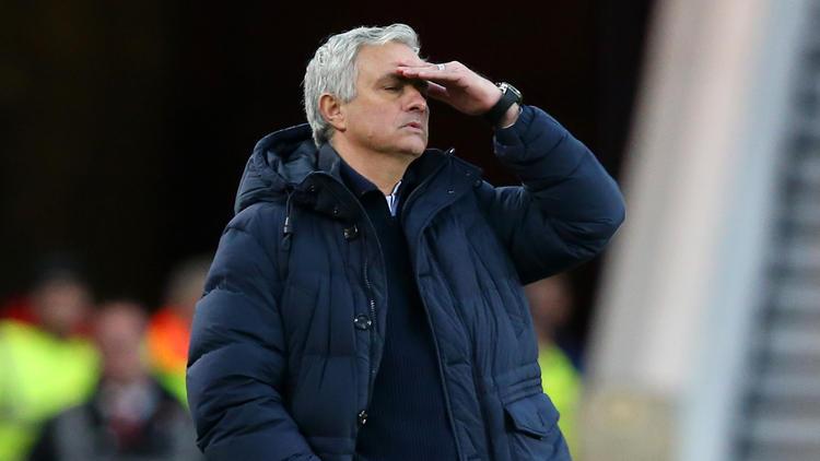Mourinho no fue capaz de acatar las órdenes de permanecer en casa.