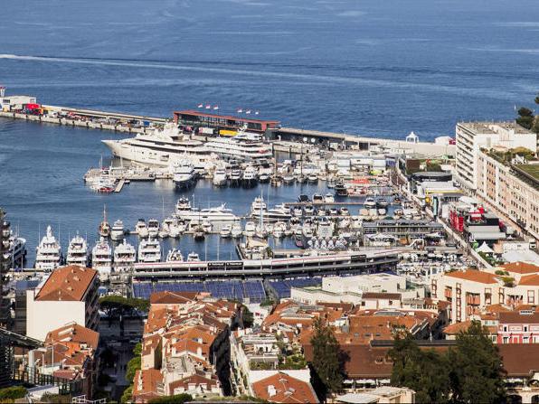 Paddock in Monaco: So viel Wasser (und Champagner) gibt es sonst nicht