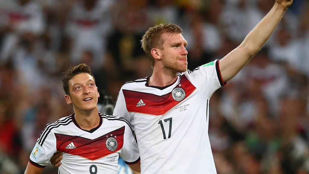 Mesut Özil und Per Mertesacker gewannen 2014 die WM