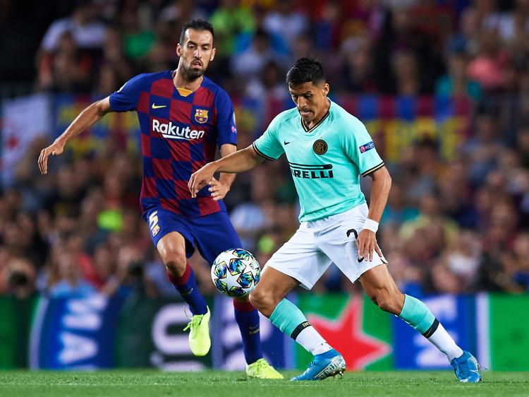 Alexis en su visita al Camp Nou en Champions League.