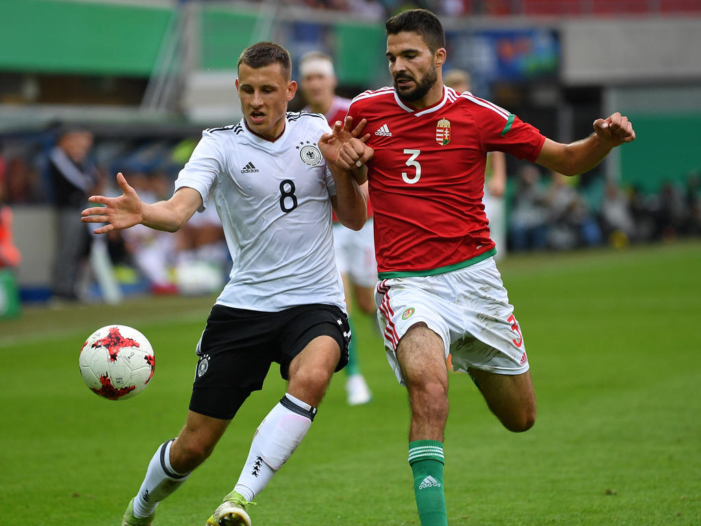 Maximilian Eggestein (l.) spielt zusammen mit seinem Bruder Johannes in der U21