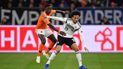Steven Bergwijn (l.) wird beim FC Bayern als Alternative zu Leroy Sané gehandelt