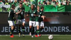 Der VfL Wolfsburg jubelt über den Sieg gegen den FC Augsburg