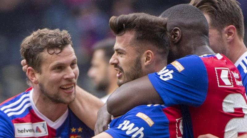 Die Spieler des FC Basel feiern den Sieg im Pokalfinale