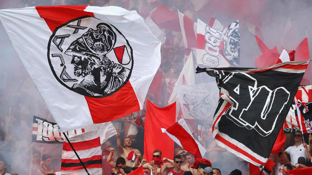 Ein Profi-Fußballer und Ajax-Fan hat seinen Job verloren