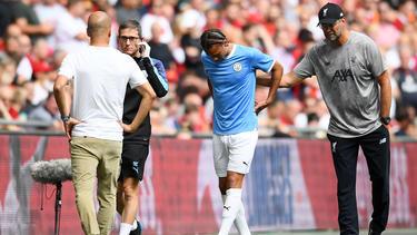 Leroy Sané (M.) musste am Sonntag verletzt ausgewechselt werden