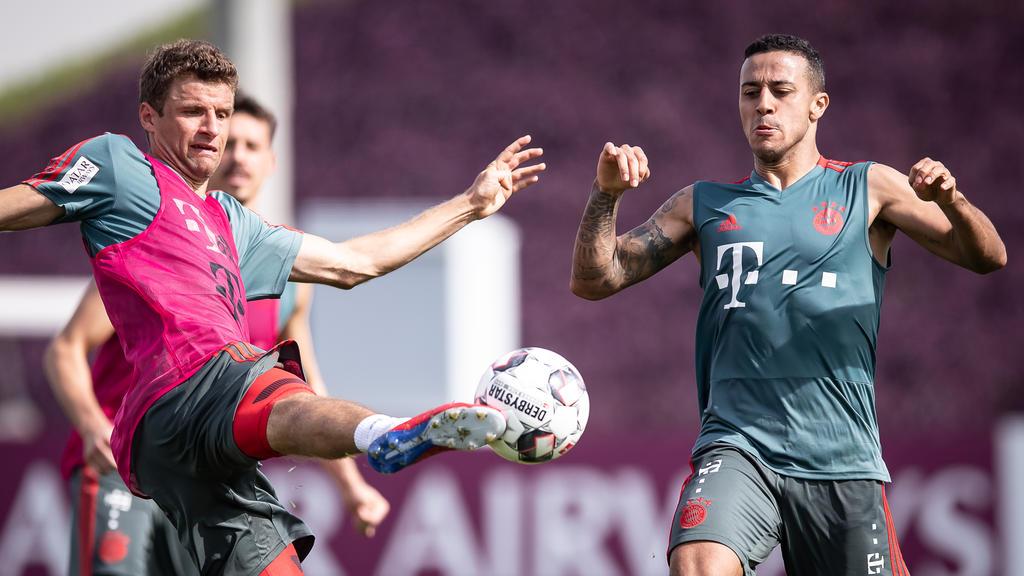 Verlassen Thomas Müller (l.) und Thiago den FC Bayern?