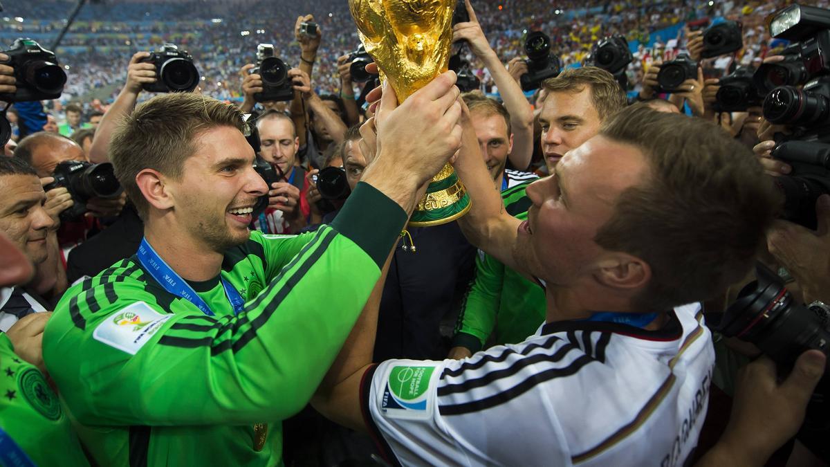 Rückkehr in die Bundesliga für Ron-Robert Zieler (l.)?