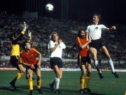 EM-Finale: Hrubesch köpft die DFB-Elf zum Titel