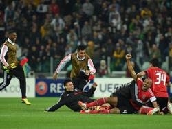 I giocatori del Benfica festeggiano dopo la gara con la Juventus